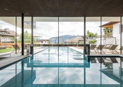 Schwimmbad im Hotel Hilburger in Schenna